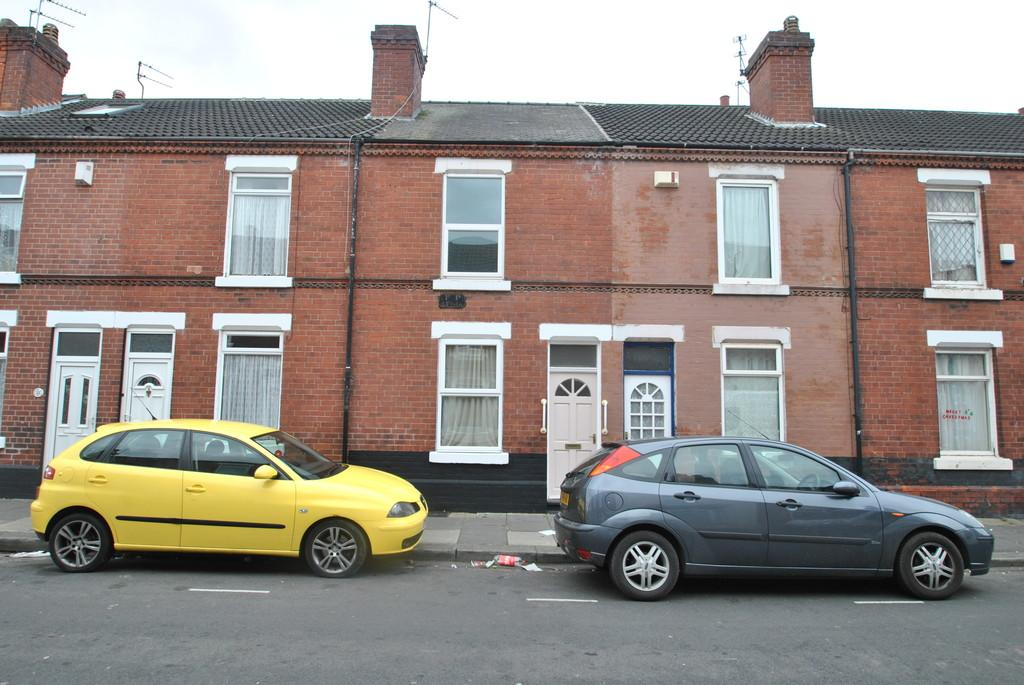 2 Bedrooms Terraced House for sale in Somerset Road, Hyde Park, Doncaster