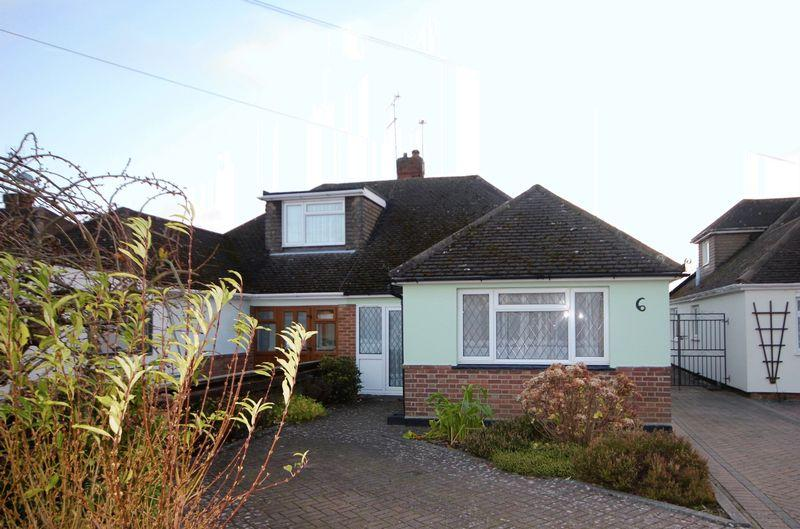 3 Bedrooms Bungalow for sale in Elm Avenue, Caddington VILLAGE BUNGALOW
