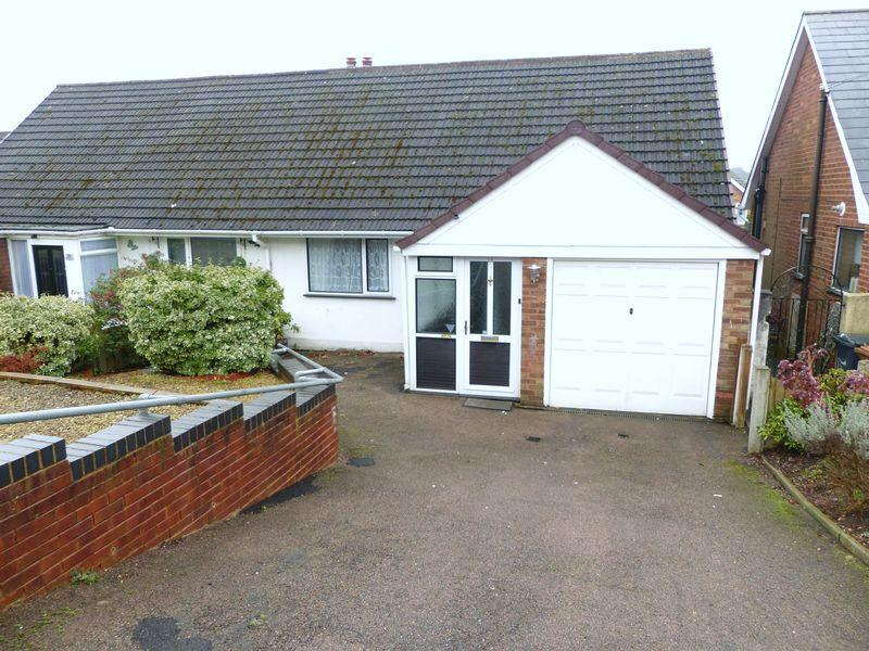 4 Bedrooms Semi Detached Bungalow for sale in Thornfield Crescent, Burntwood