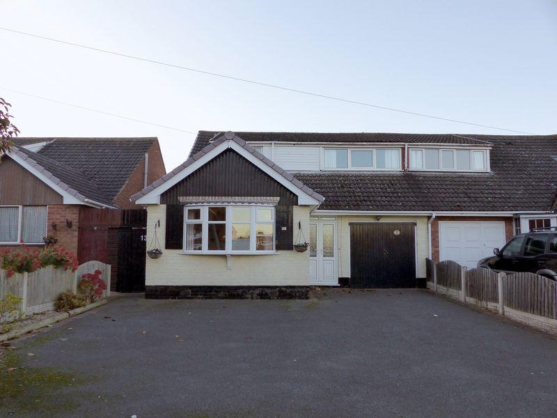 4 Bedrooms Semi Detached Bungalow for sale in Morley Road, Burntwood