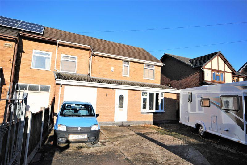 3 Bedrooms Semi Detached House for sale in Raby Drive, Moreton