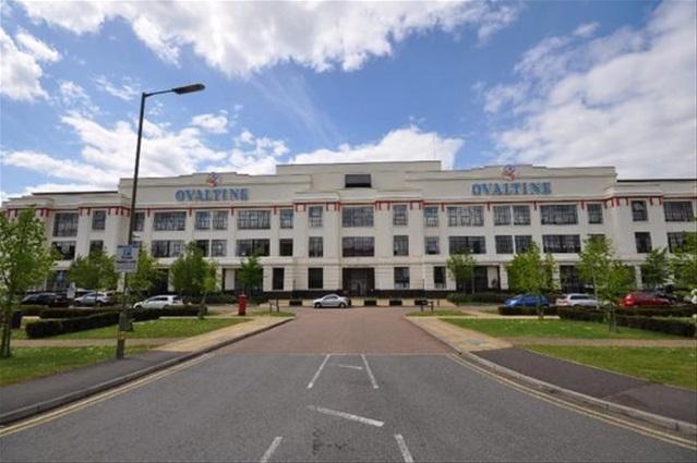 2 Bedrooms Flat for sale in Ovaltine Court, Ovaltine Drive, Kings Langley