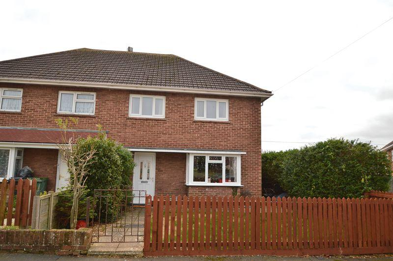 3 Bedrooms Semi Detached House for sale in East Cowes, PO32 6HU