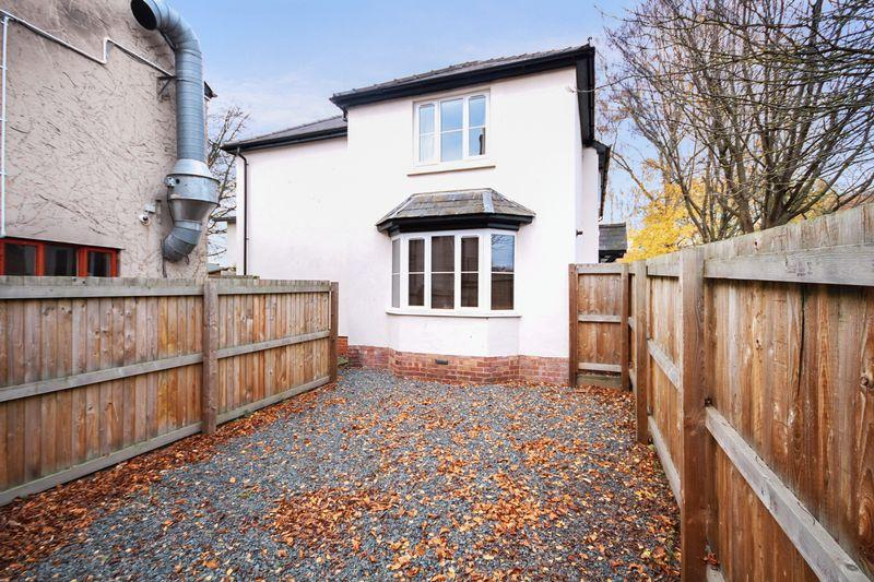 2 Bedrooms Semi Detached House for sale in CANAL ROAD