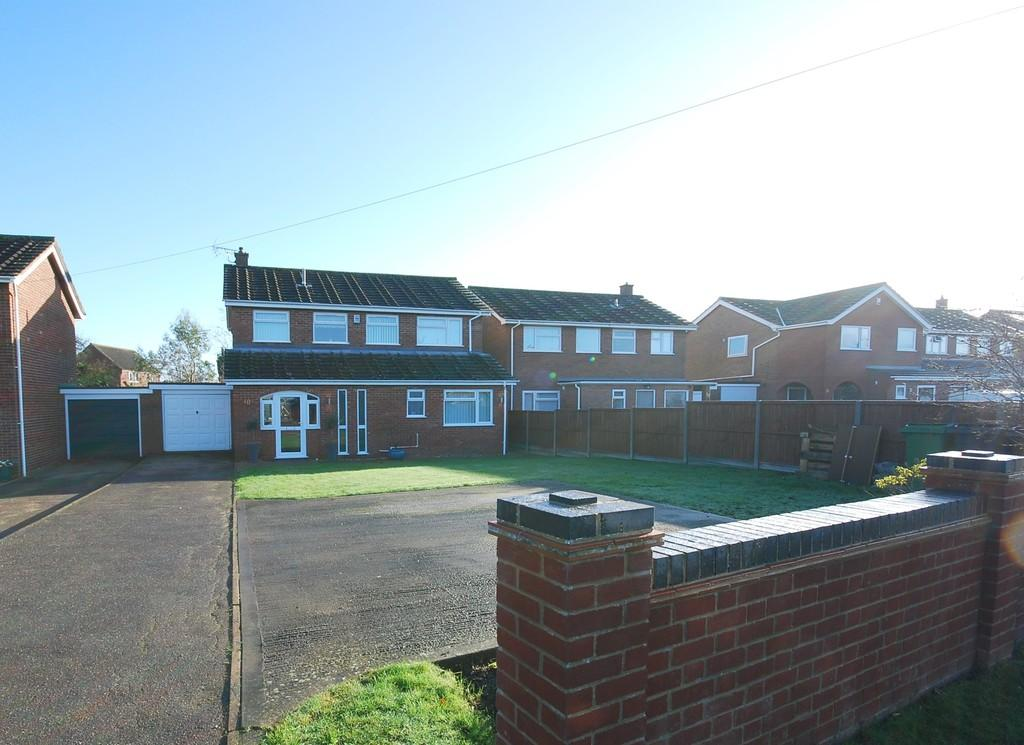 4 Bedrooms Detached House for sale in Hewitts Lane, Wymondham