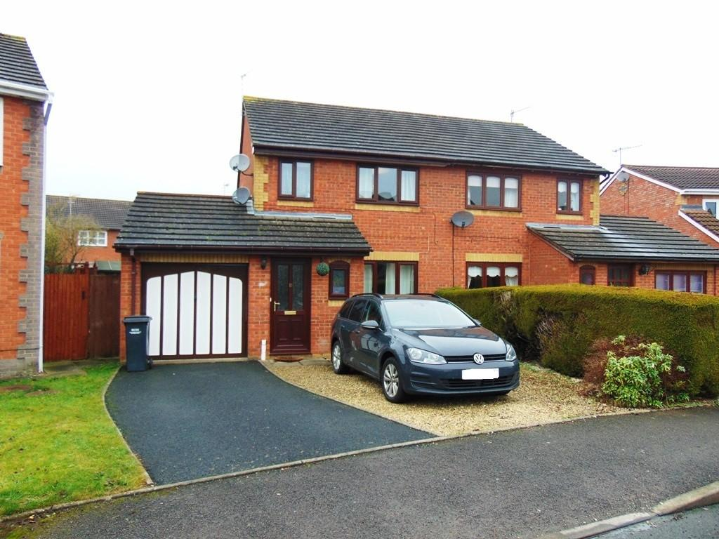 3 Bedrooms Semi Detached House for sale in St. Philips Drive, Evesham