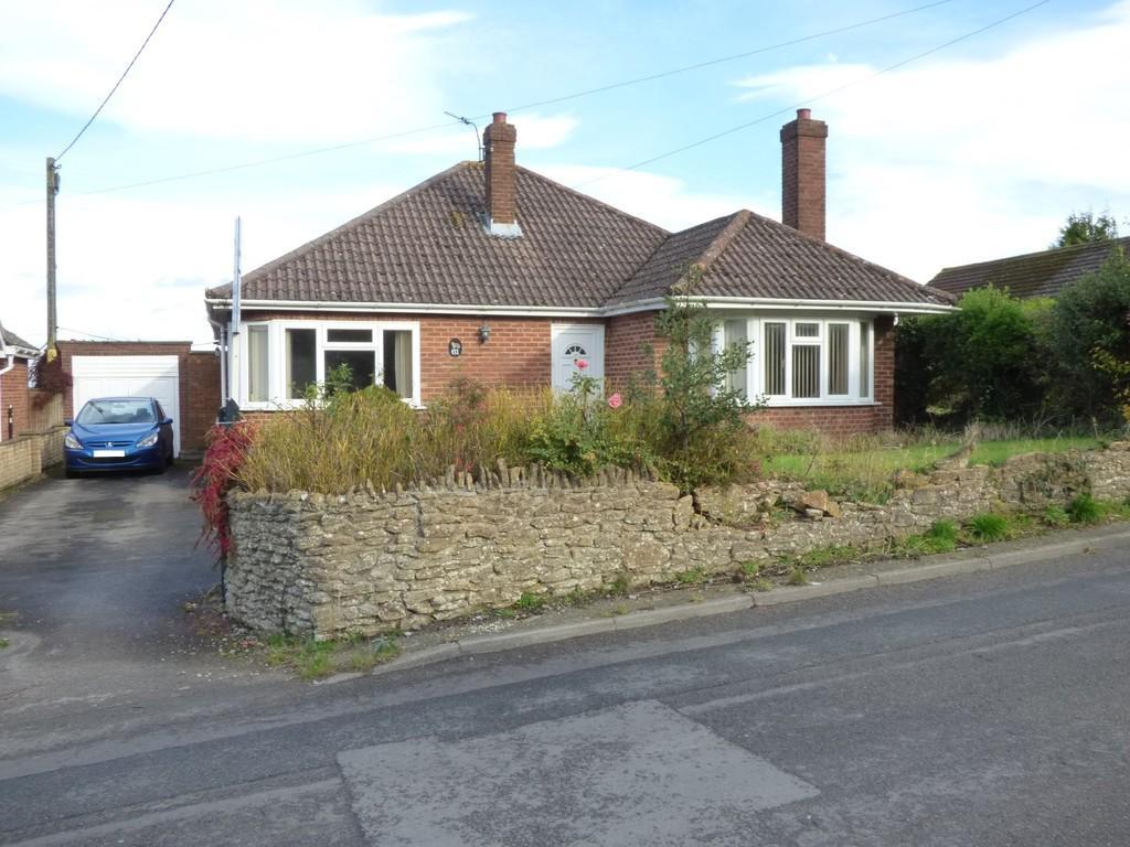 3 Bedrooms Detached Bungalow for sale in Newtown, Westbury