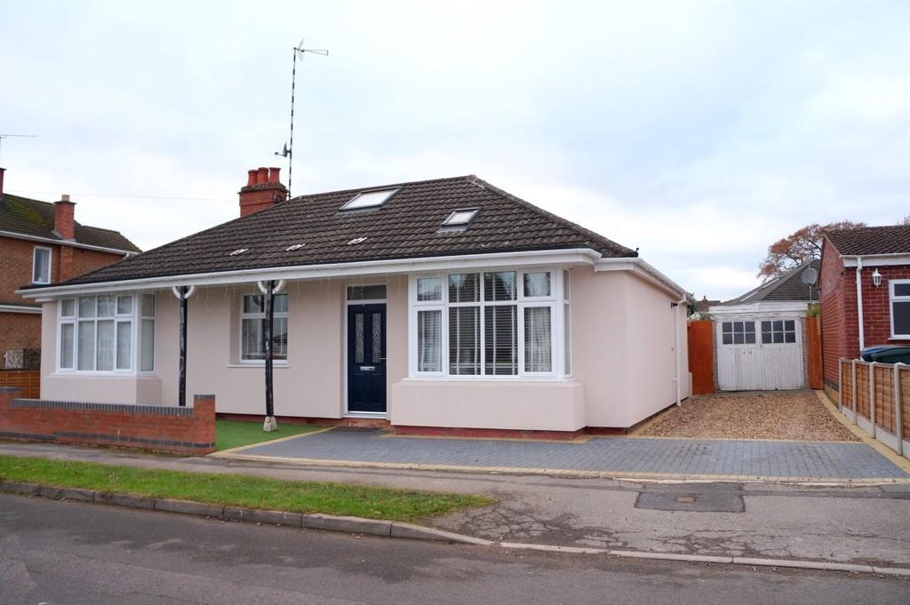 4 Bedrooms Detached Bungalow for sale in Conway Avenue, Coventry