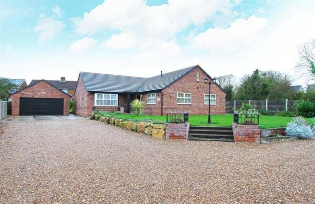 3 Bedrooms Detached Bungalow for rent in Swinston Hill Road, Dinnington