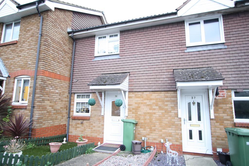 2 Bedrooms Semi Detached House for sale in Devonshire Gardens, Bursledon SO31