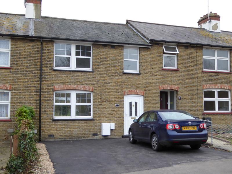 3 Bedrooms Terraced House for sale in Lullingstone Ave, Swaley BR8