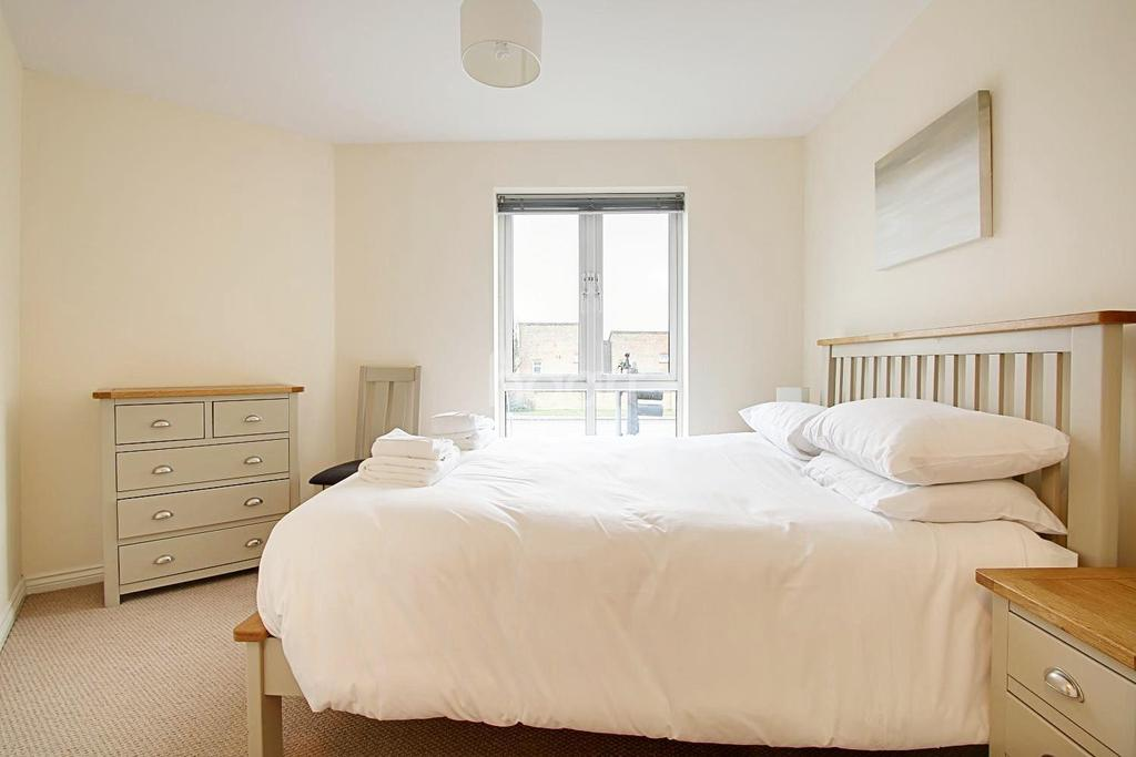 2 Bedrooms Flat for sale in Graham Road, Orchard Park, Cambridge