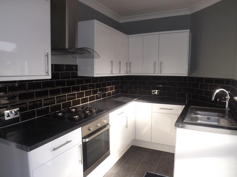 2 Bedrooms Flat for rent in Main Road, Romford, Essex, RM2 5HA