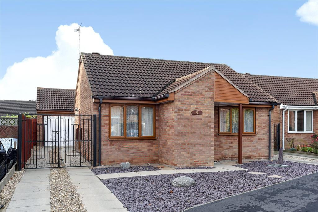 2 Bedrooms Detached Bungalow for sale in Atwater Court, Glebe Park, LN2