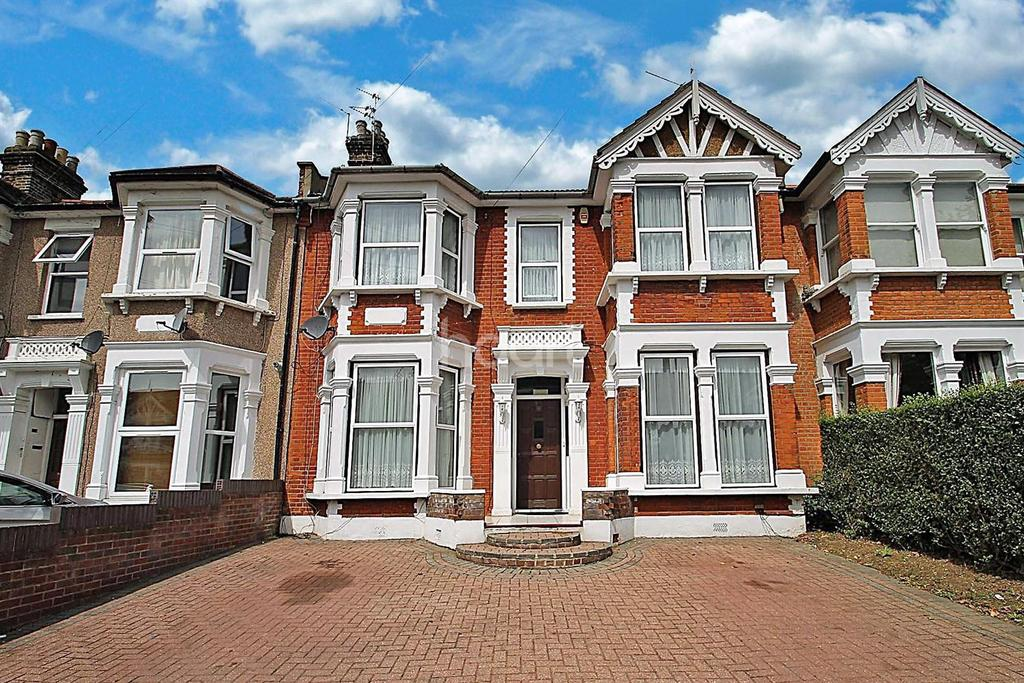 4 Bedrooms Terraced House for sale in Seymour Gardens, Ilford, Essex