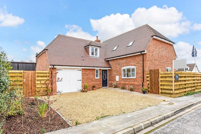 4 Bedrooms Detached House for sale in Beech Close, Penton Harroway, Andover