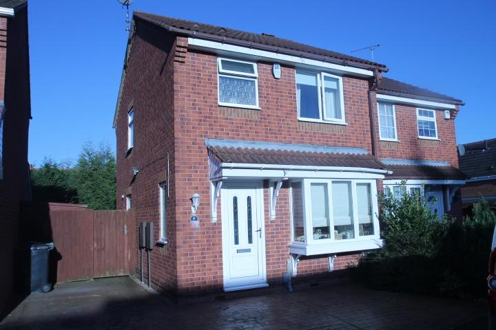 3 Bedrooms Semi Detached House for sale in Denbigh Close, Dudley, DY1