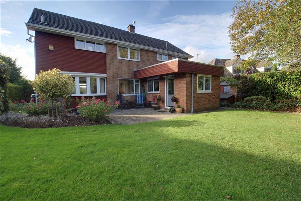 4 Bedrooms Detached House for sale in Lassington Lane, Gloucester
