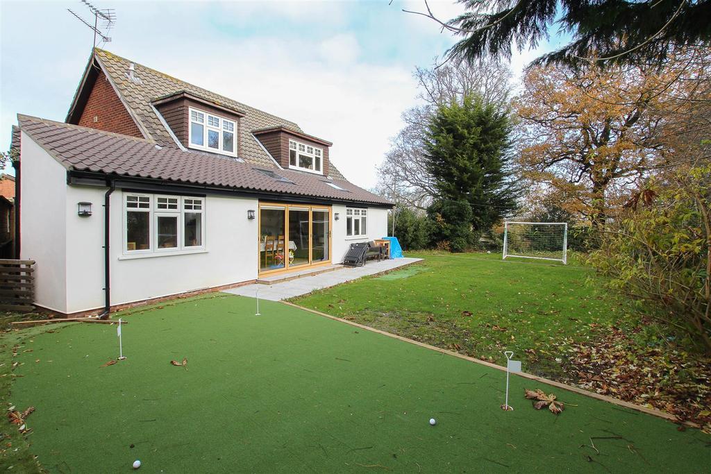 4 Bedrooms House for sale in Glen Hazel, Hook End, Brentwood