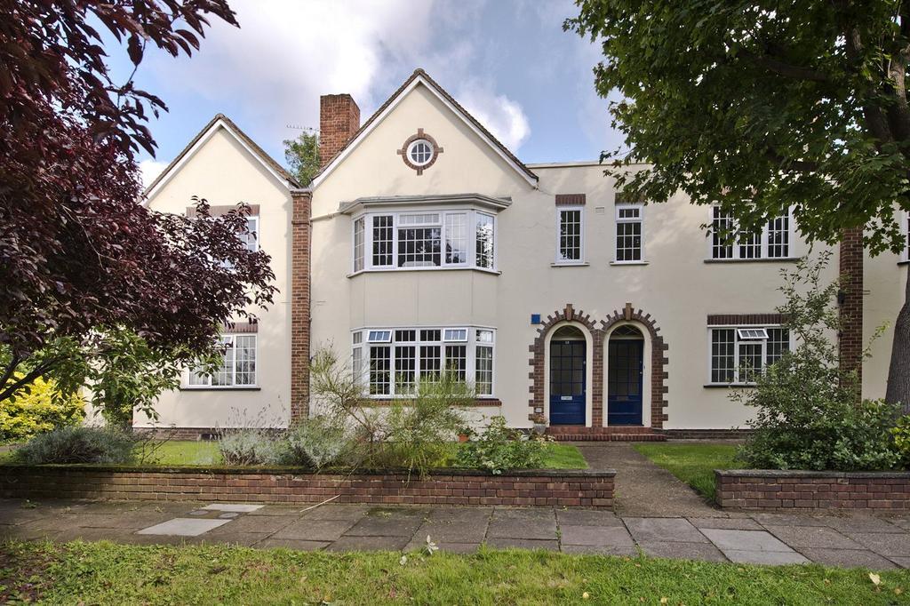 2 Bedrooms Flat for sale in Lock Chase, Blackheath, London, SE3