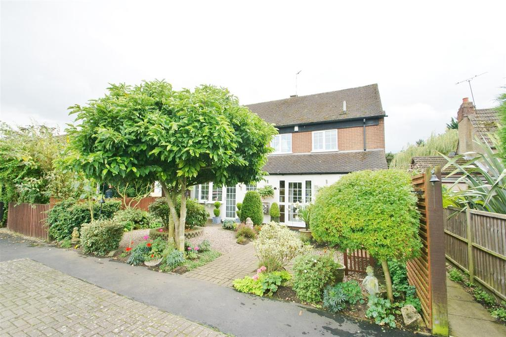 4 Bedrooms Mews House for sale in Millers Close, Dunchurch, Rugby
