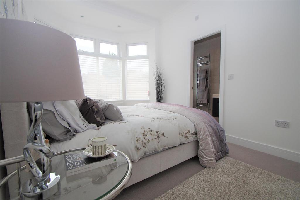 Main bed 83 with ensuite.jpg