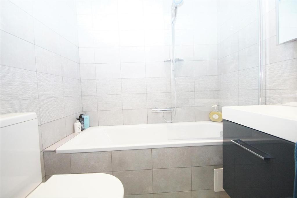 Bathroom 83 DSC02867.jpg