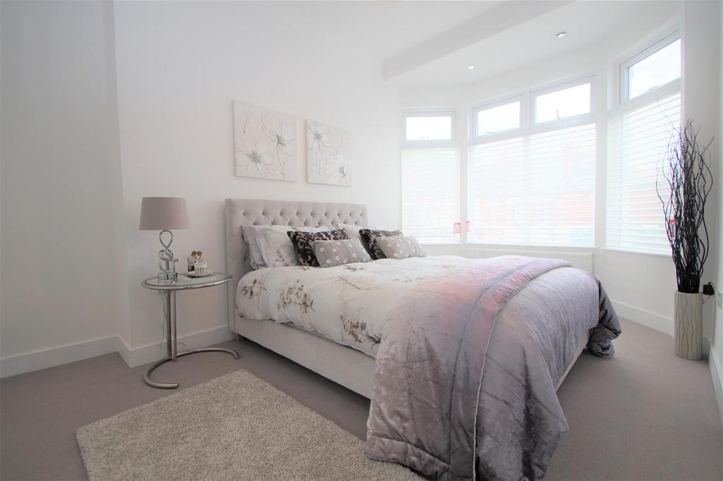 Main bedroom 83 DSC02868.jpg