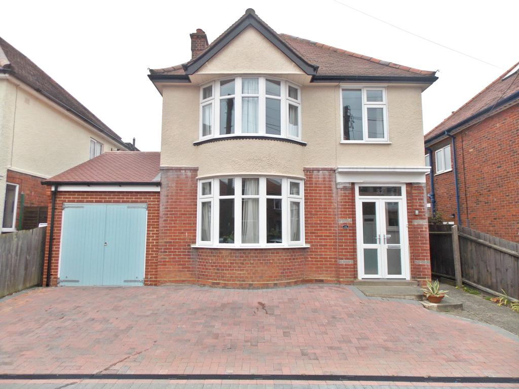 3 Bedrooms Detached House for sale in Cowley Road, Felixstowe, IP11