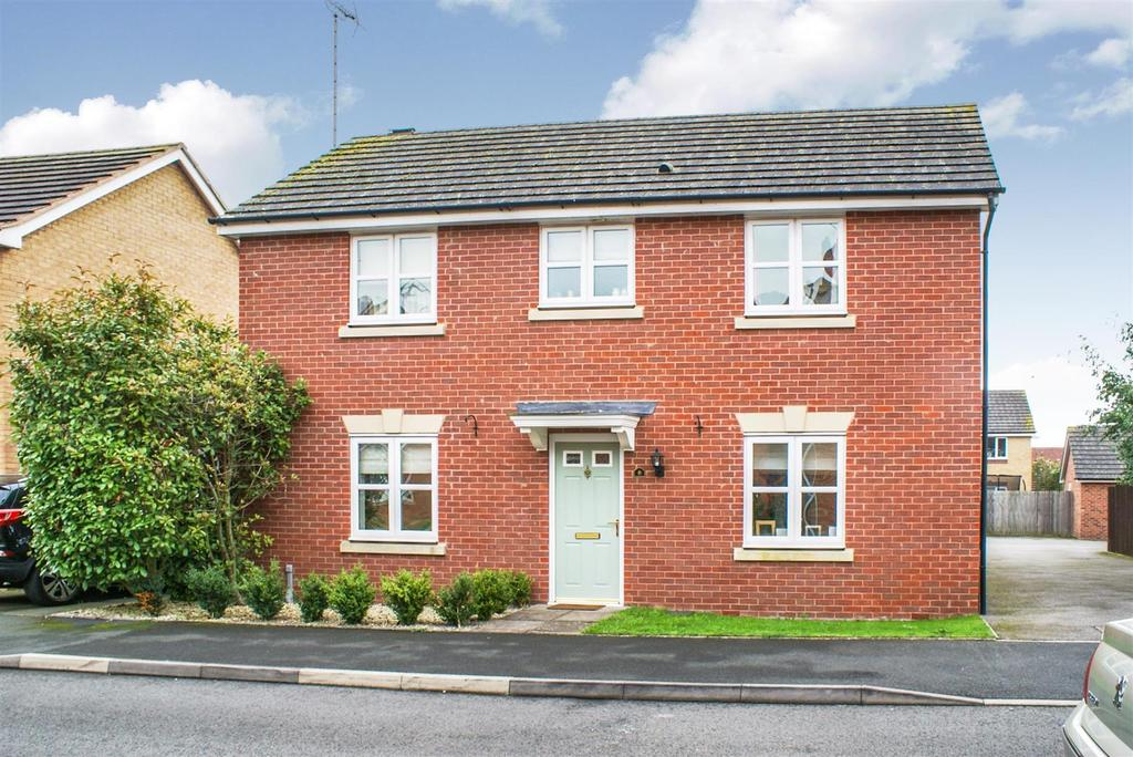 4 Bedrooms Detached House for sale in Farzens Avenue, Warwick