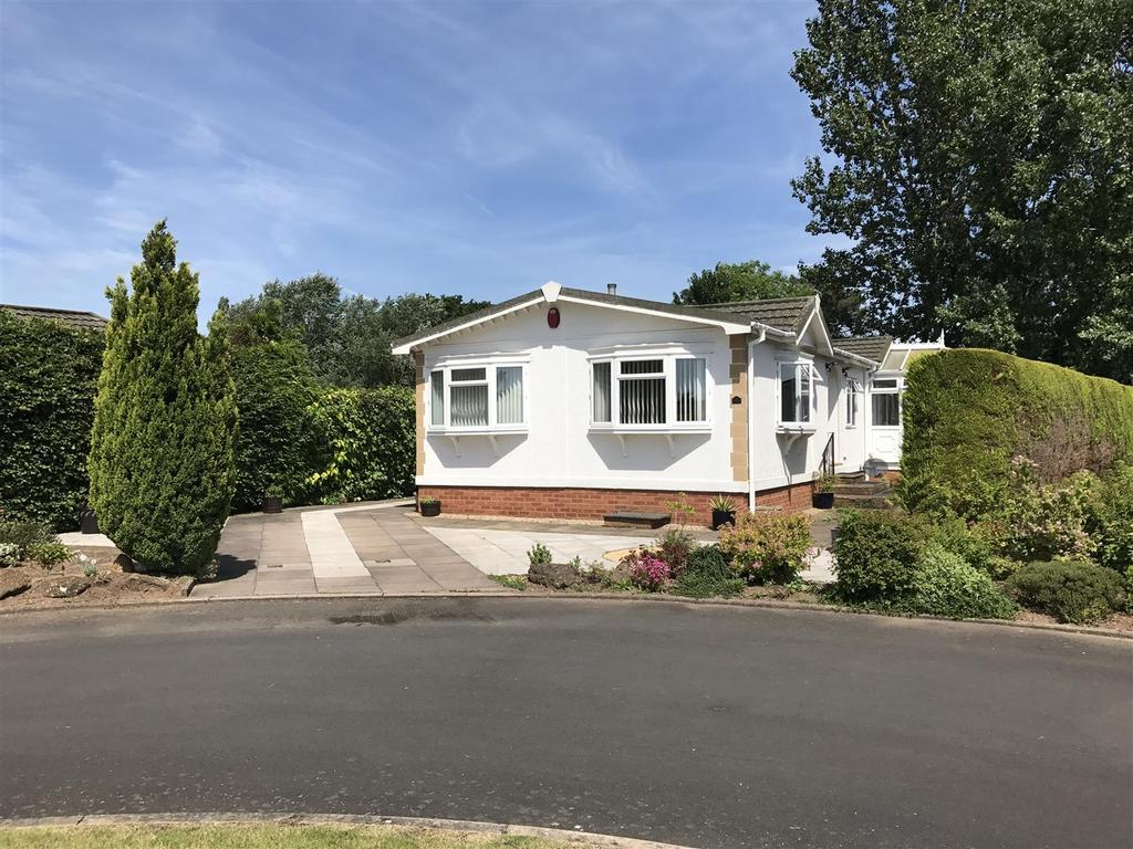 2 Bedrooms Detached Bungalow for sale in Beech Court, Heathcote, Warwick