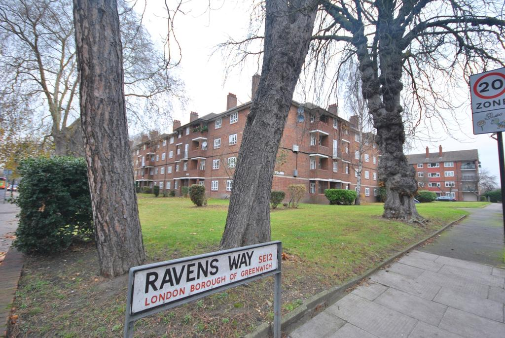 2 Bedrooms Flat for sale in Ravens Way London SE12