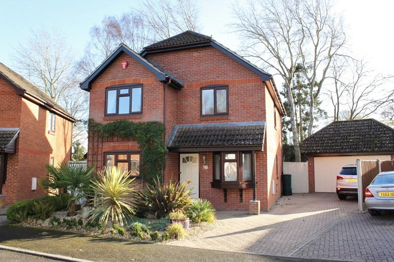 4 Bedrooms Detached House for sale in Bridleways, Verwood