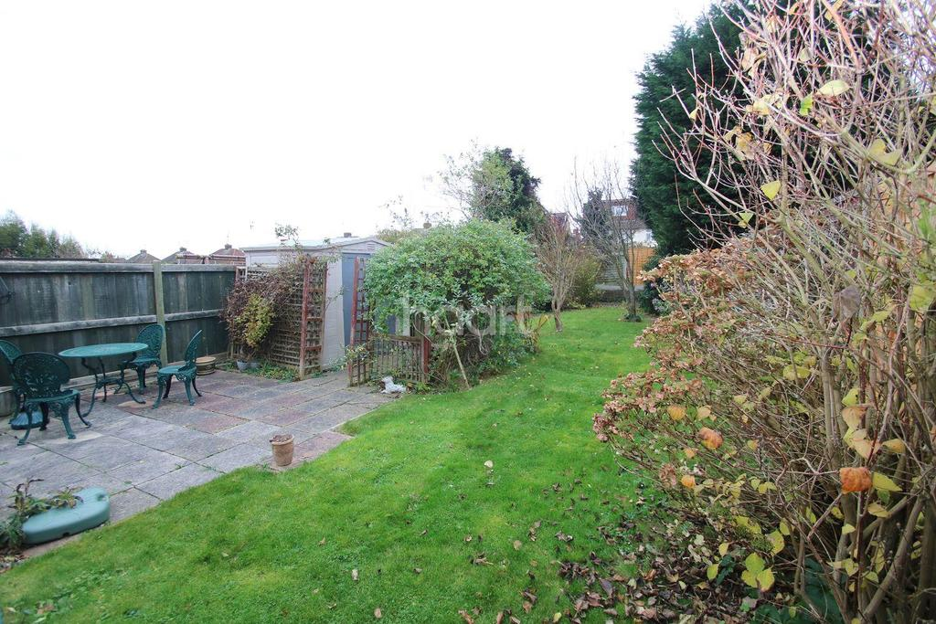 2 Bedrooms Bungalow for sale in Stewart Road, Chelmsford