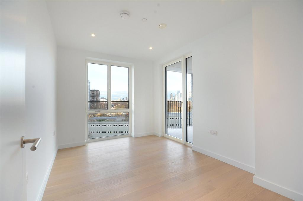 2 Bedrooms Flat for sale in Sayer Street, London, SE17