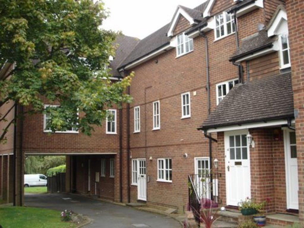1 Bedroom Apartment Flat for rent in Semley Road, Haywards Heath BN6