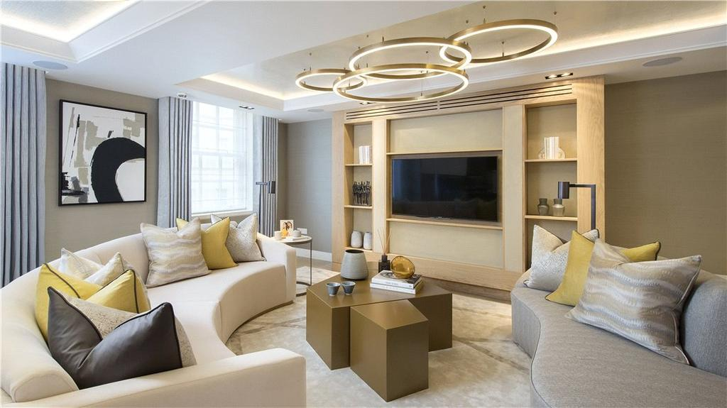 3 Bedrooms Flat for sale in Bolsover Street, London, W1W