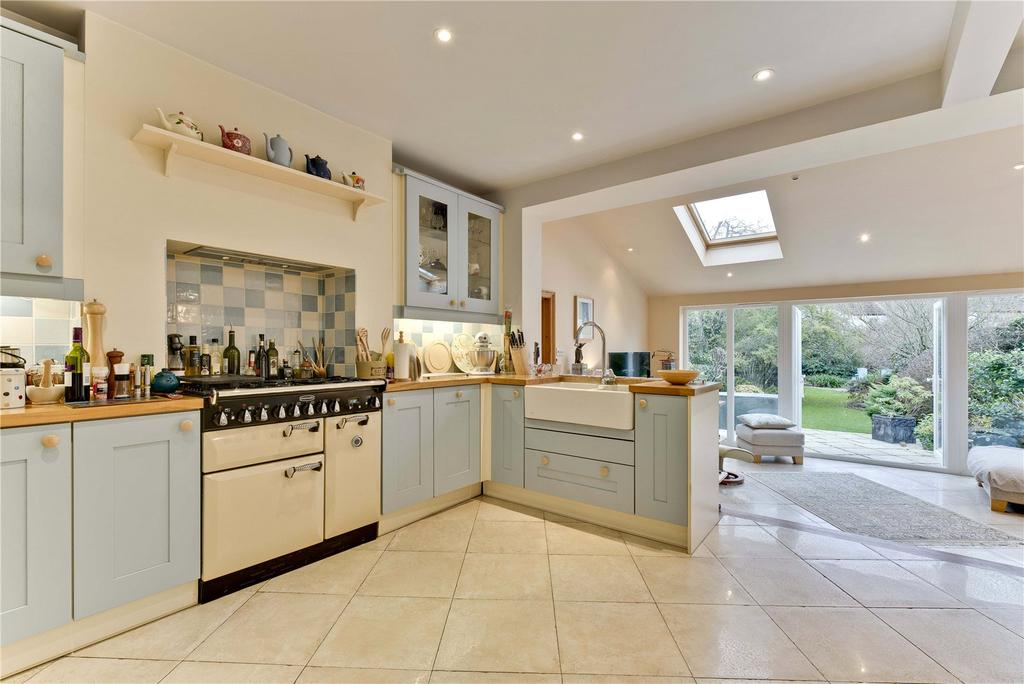 3 Bedrooms Semi Detached House for sale in Loseberry Road, Claygate, Esher, Surrey, KT10