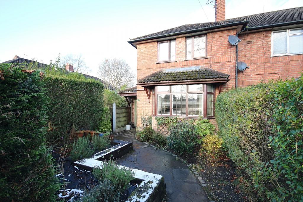2 Bedrooms Semi Detached House for sale in Lindfield Estate North, Wilmslow