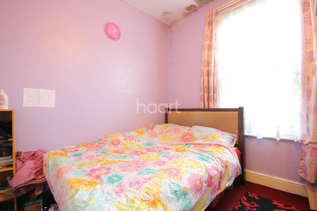 3 Bedrooms Land Commercial