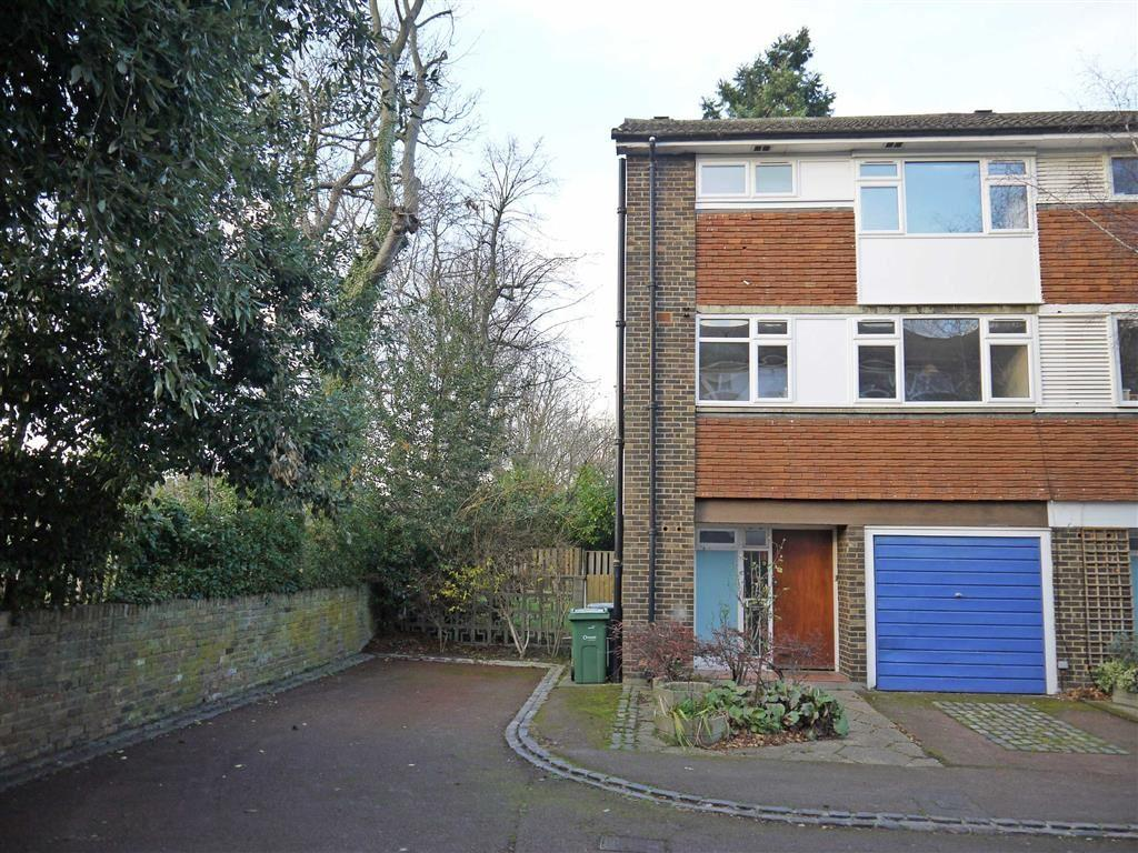 4 Bedrooms Town House for rent in Pymers Mead, London