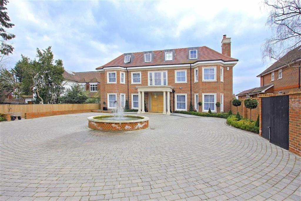 7 Bedrooms Detached House