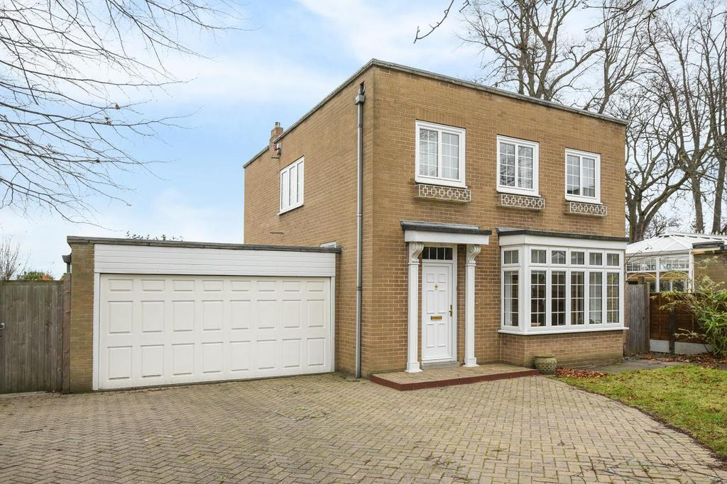 4 Bedrooms Detached House for sale in Kinnaird Avenue, Bromley