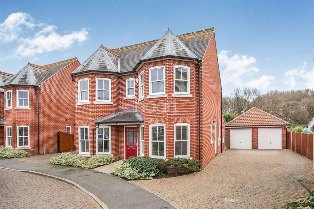 4 Bedrooms Detached House for sale in Rosewood Park, Mistley, Manningtree, Essex