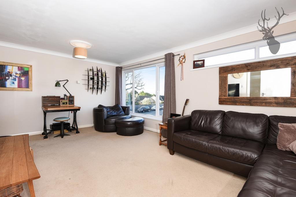 3 Bedrooms Maisonette Flat for sale in Egg Hall, Epping, CM16