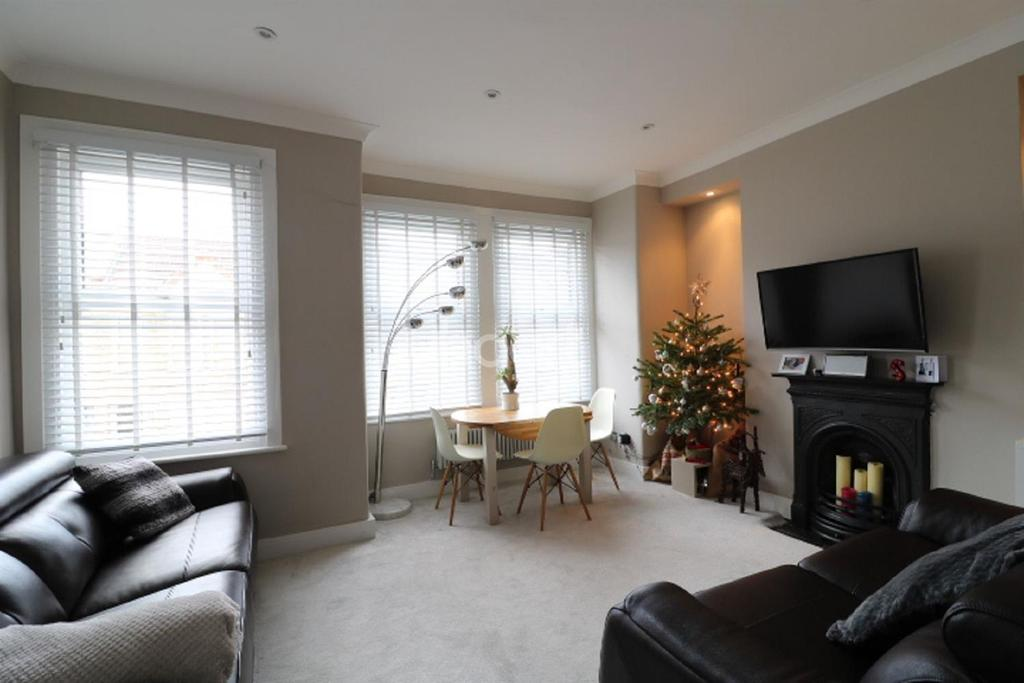 2 Bedrooms Flat for sale in Boundary Road, Colliers Wood, SW19