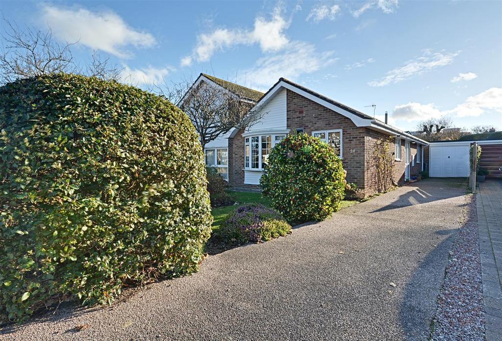 2 Bedrooms Detached Bungalow for sale in Collington Park Crescent, Bexhill-On-Sea