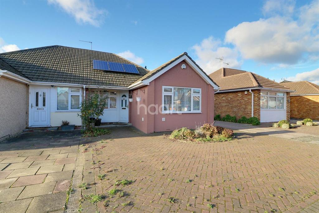 2 Bedrooms Bungalow for sale in Winton Drive, Cheshunt, EN8