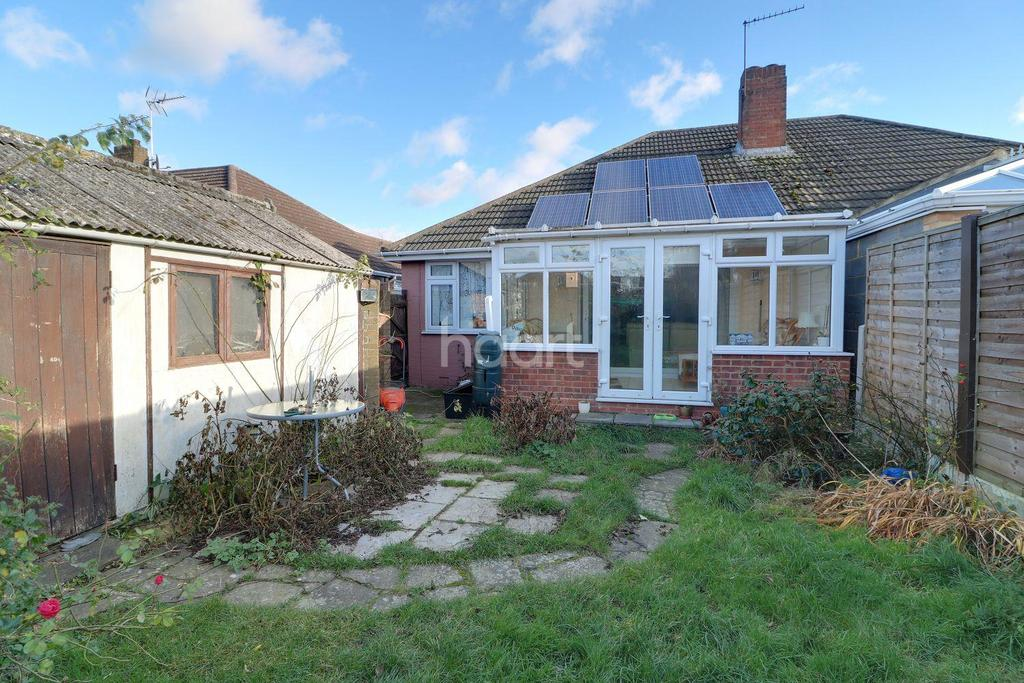 2 Bedrooms Bungalow for sale in Winton Drive, Cheshunt, EN8