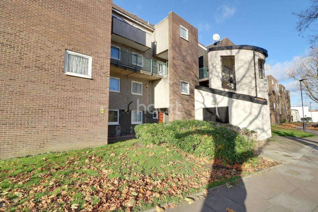 3 Bedrooms Flat for sale in Osward Place, Edmonton, N9